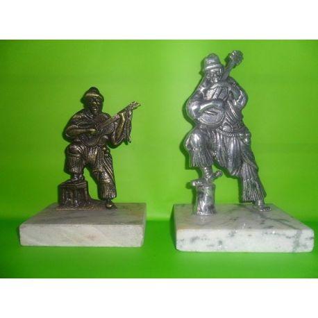 Escultura de bronce Gaucho con Guitarra Nº 1 15 cm y Nº 2 18 cm sobre marmol