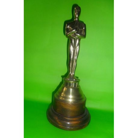 Escultura de bronce Oscar sobre madera