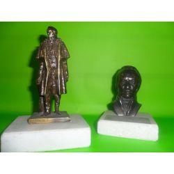 Esculturas de bronce Artigas de pie sobre marmol 14 cm y busto de Artigas sobre marmol 8 cm
