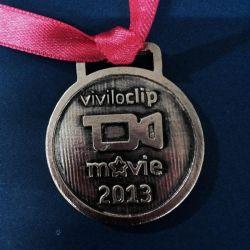 Medalla con logo