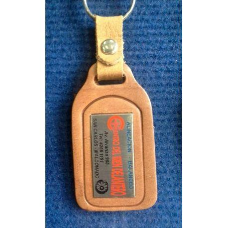 Llavero Nº 3 en cuero rectangular con chapa de acero