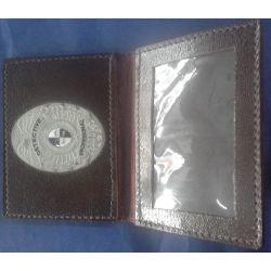Porta Carnet en Cuero con Placa Identificatoria